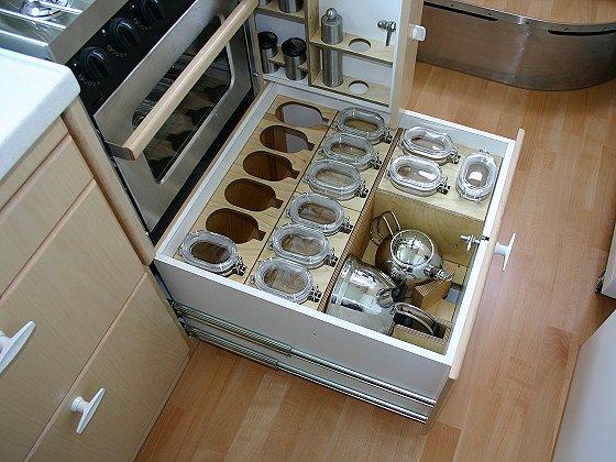 Teljesen felszerelt konyha a mobilházban